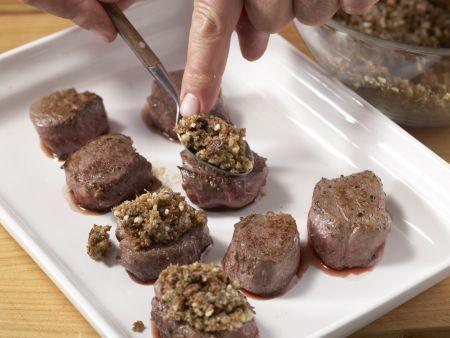Wildschwein-Medaillons mit Walnusskruste: Zubereitungsschritt 9