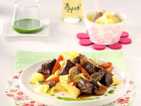 Wildschweinragout mit Morcheln und Estragon-Orangenöl