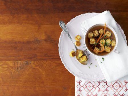 Wildsuppe mit Croutons aus Wachteleiern