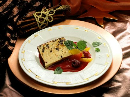 Winterparfait mit Fruchtsauce