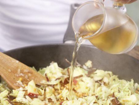 Wirsing-Apfel-Gemüse: Zubereitungsschritt 6