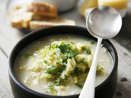 Wirsing-Reis-Suppe mit Knoblauch