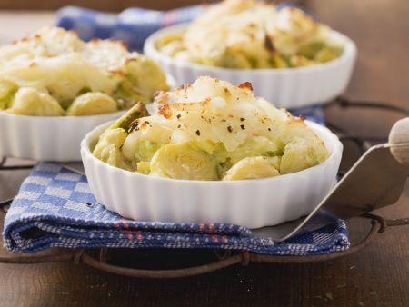 Wirsing-Rosenkohl-Auflauf mit Kartoffelkruste