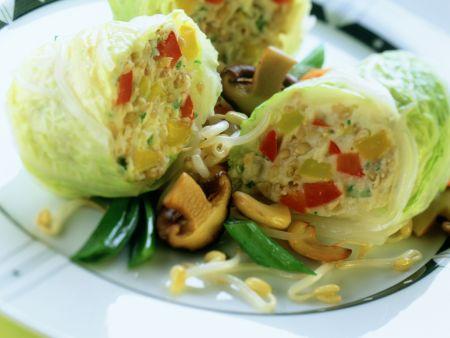 Wirsingrouladen zu Asia-Gemüse