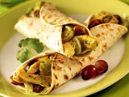 Wrap mit Hähnchencurry und Trauben