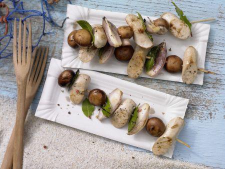 Rezept: Würstchen-Champignon-Spieße