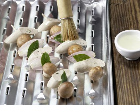 Würstchen-Champignon-Spieße: Zubereitungsschritt 4