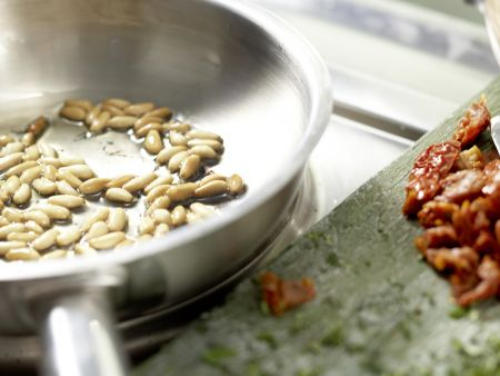 Würzige Mozzarella-Nudeln: Zubereitungsschritt 6