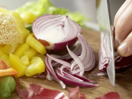 Würziger Oktopus-Gemüse-Salat: Zubereitungsschritt 4