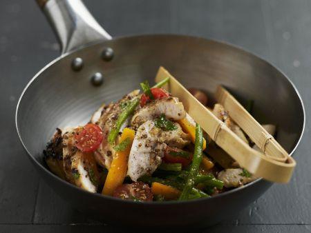 Würziges Hähnchen mit Gemüse aus dem Wok