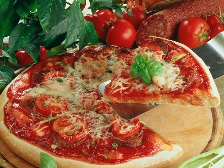 Wurst-Tomatenpizza