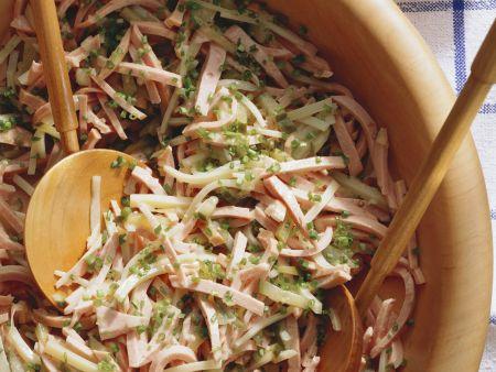 Wurstsalat auf Badische Art mit Käse und Gurke