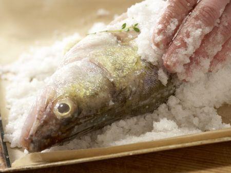 Zander in der Salzkruste: Zubereitungsschritt 4