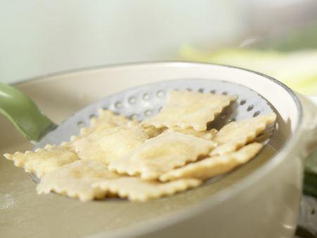 Ziegenfrischkäse-Ravioli: Zubereitungsschritt 11