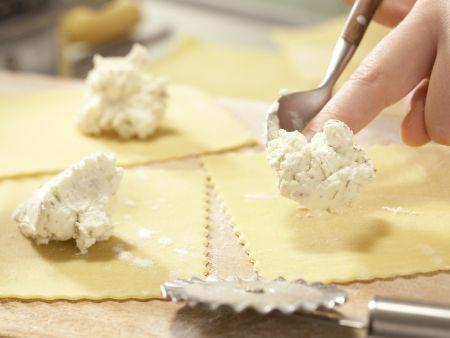 Ziegenkäse-Tortellini: Zubereitungsschritt 6