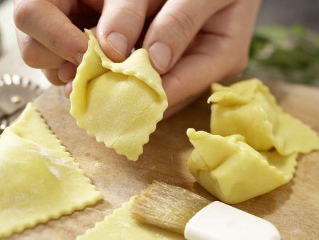 Ziegenkäse-Tortellini: Zubereitungsschritt 7