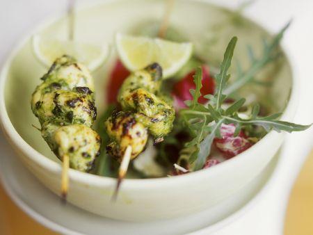 Zitronengras-Hähnchenspieße mit Salat
