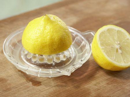 Zitrusfrüchte in Gewürzsirup: Zubereitungsschritt 1