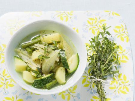 Zucchini-Fenchel-Suppe mit grünen Bohnen
