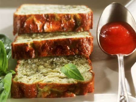 Zucchini-Flan mit Tomatensoße