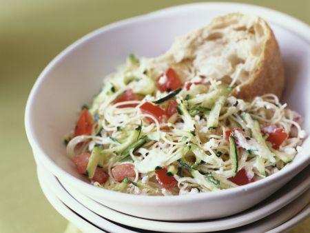 Zucchini-Krautsalat mit Paprika