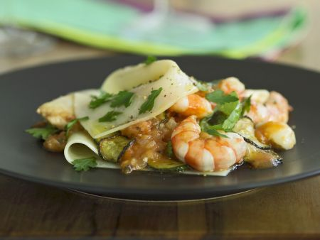 Zucchini-Lasagne mit Jakobsmuscheln und Shrimps