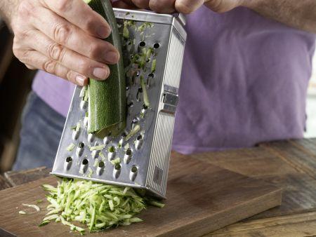 Zucchini-Nudel-Brei mit Hackfleisch: Zubereitungsschritt 2