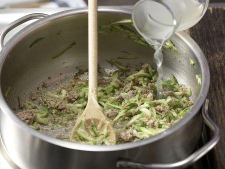Zucchini-Nudel-Brei mit Hackfleisch: Zubereitungsschritt 5