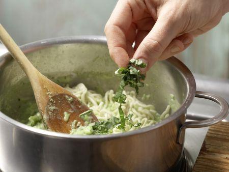 Zucchini-Nudeln in Kokosmilch: Zubereitungsschritt 3