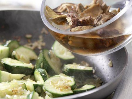 Zucchini-Pfanne: Zubereitungsschritt 5