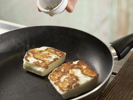 Zucchini-Salat mit gebratenem Käse: Zubereitungsschritt 4
