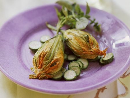Zucchinilüten mit Ricottafüllung
