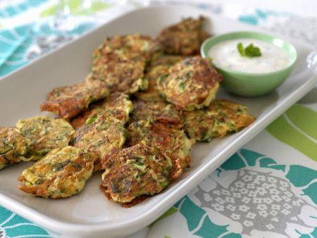 Feta-Zucchini-Frikadellen mit Joghurtdip
