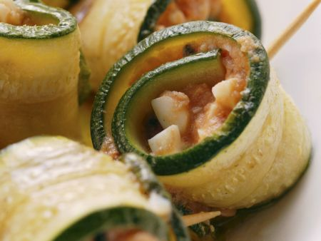 Zucchinirouladen mit Tomate und Mozzarella