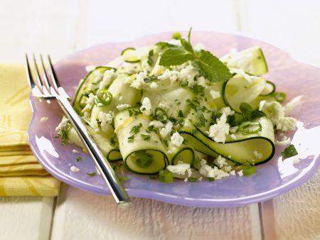 Zucchinisalat mit Schafskäse