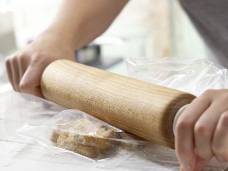 Zwiebackbrei mit Heidelbeeren: Zubereitungsschritt 2