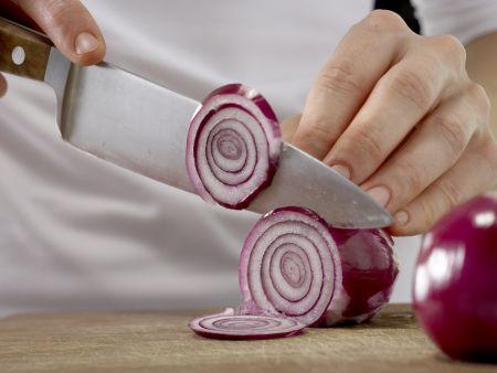 Zwiebel-Omelett: Zubereitungsschritt 1
