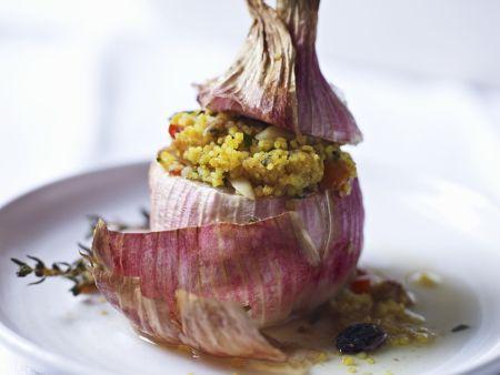 Zwiebeln mit Couscous-Füllung