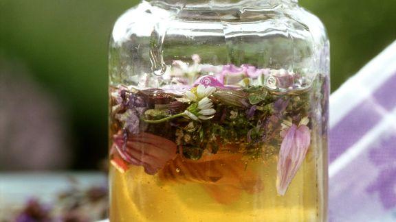 Rezept: Akazienhonig mit Essblüten