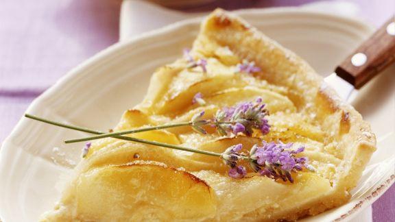 Rezept: Apfel-Birnen-Kuchen mit Lavendel