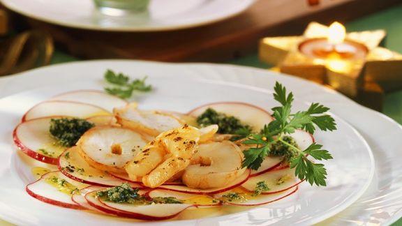 Rezept: Apfel-Carpaccio mit Pesto und Garnelen