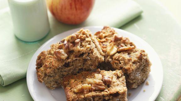 Rezept: Apfel-Haferflocken-Kuchen mit Nüssen