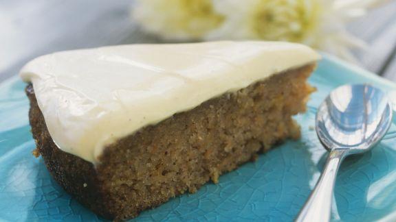 Rezept: Apfel-Möhren-Torte mit Vanillequark