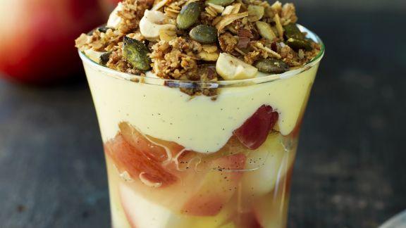 Rezept: Apfel-Trifle mit Joghurt und Kürbiskernen