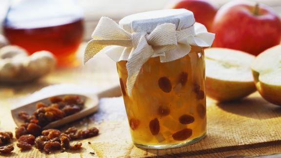 Rezept: Apfelmarmelade mit Ingwer und beschwipsten Rosinen