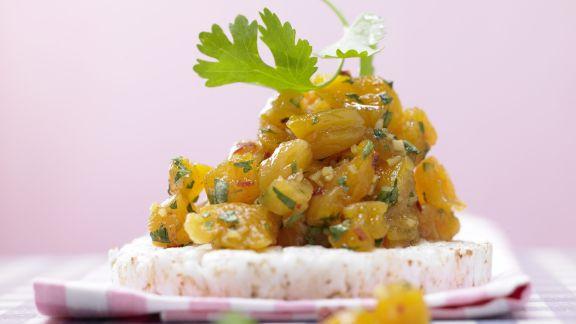 Rezept: Aprikosen-Chutney auf Reiswaffel