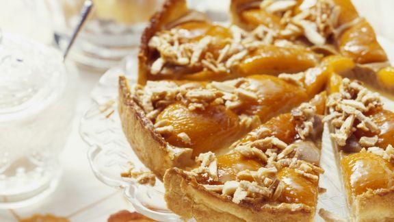 Rezept: Aprikosenkuchen mit Karamell-Mandeln
