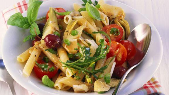 Rezept: Artischocken-Nudel-Salat mit Kirschtomaten