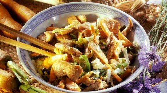 Rezept: Asia-Hähnchenpfanne mit Karotten, Lauch und Sellerie