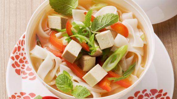 Rezept: Asia-Suppe mit Reisnudeln